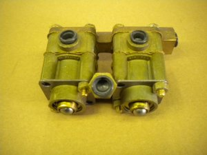 AIR VALVE ON TRANSMISSION COVER, 5-TON